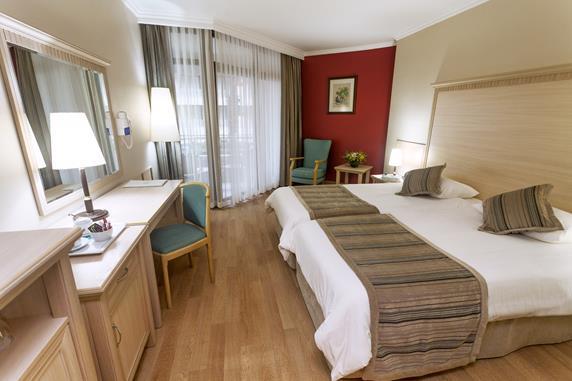 https://aventur.ro/assets/media/imagini_hoteluri/MAAQUA/MAAQUA-HotelPict4-18505.jpg