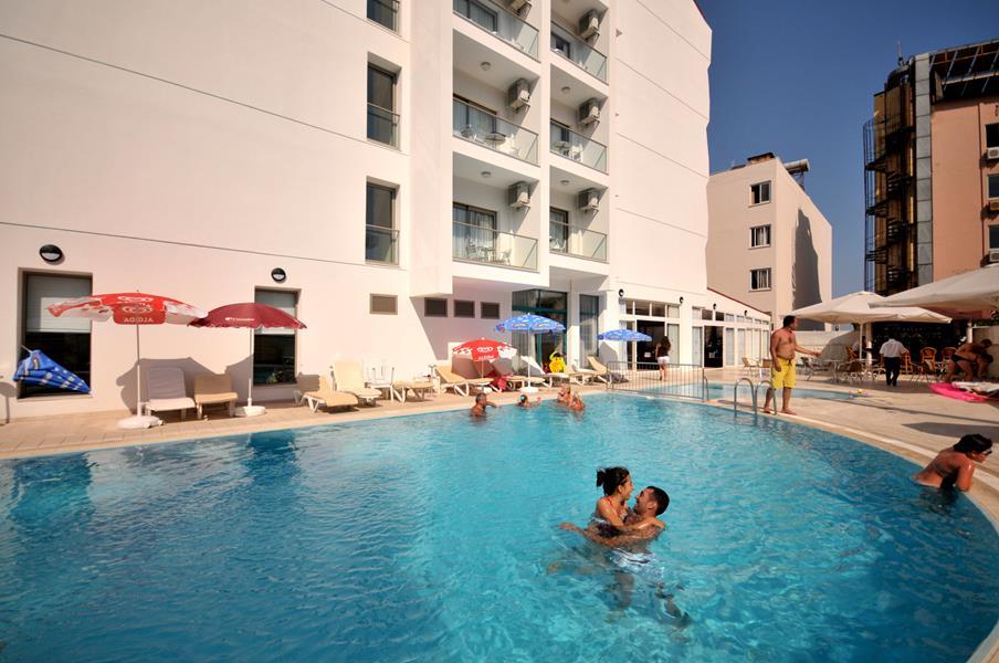 https://aventur.ro/assets/media/imagini_hoteluri/MABALI/MABALI-HotelPict3-21809.jpg