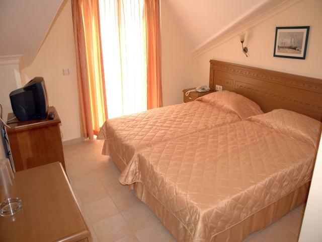 https://aventur.ro/assets/media/imagini_hoteluri/MAMARI/MAMARI-HotelPict3-3580.jpg