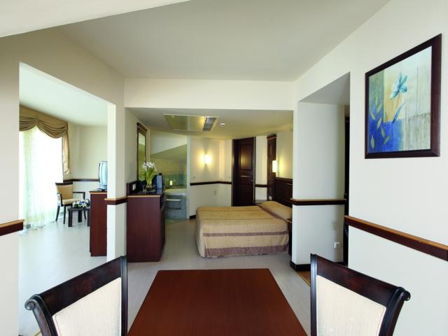 https://aventur.ro/assets/media/imagini_hoteluri/MANESE/MANESE-HotelPict2-3684.jpg
