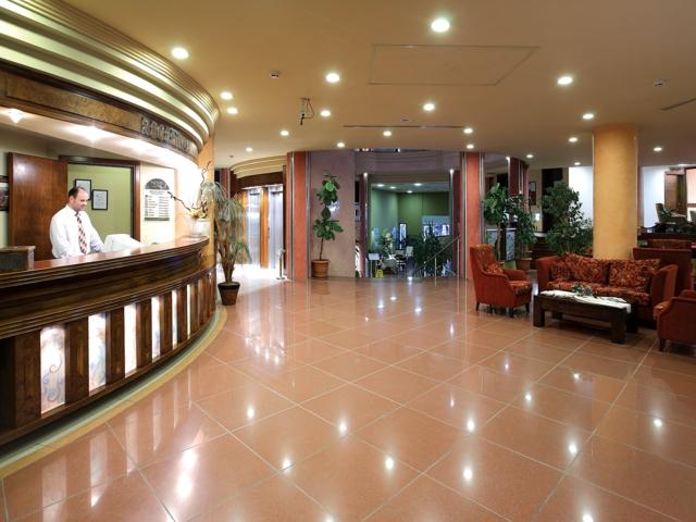 https://aventur.ro/assets/media/imagini_hoteluri/MANESE/MANESE-HotelPict5-3688.jpg