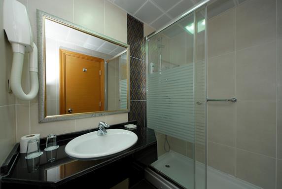 https://aventur.ro/assets/media/imagini_hoteluri/MAPASB/MAPASB-HotelPict7-18621.jpg
