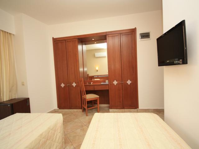 https://aventur.ro/assets/media/imagini_hoteluri/MAVERD/MAVERD-HotelPict3-3849.jpg