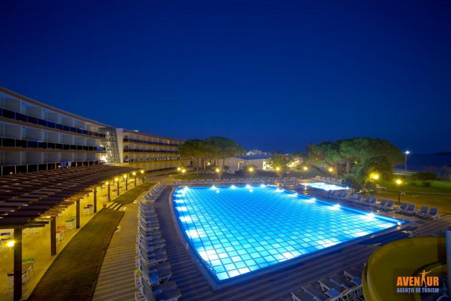 https://aventur.ro/assets/media/imagini_hoteluri/OZGUMU/Kusadasi_Gumuldur_Resort_10.jpg