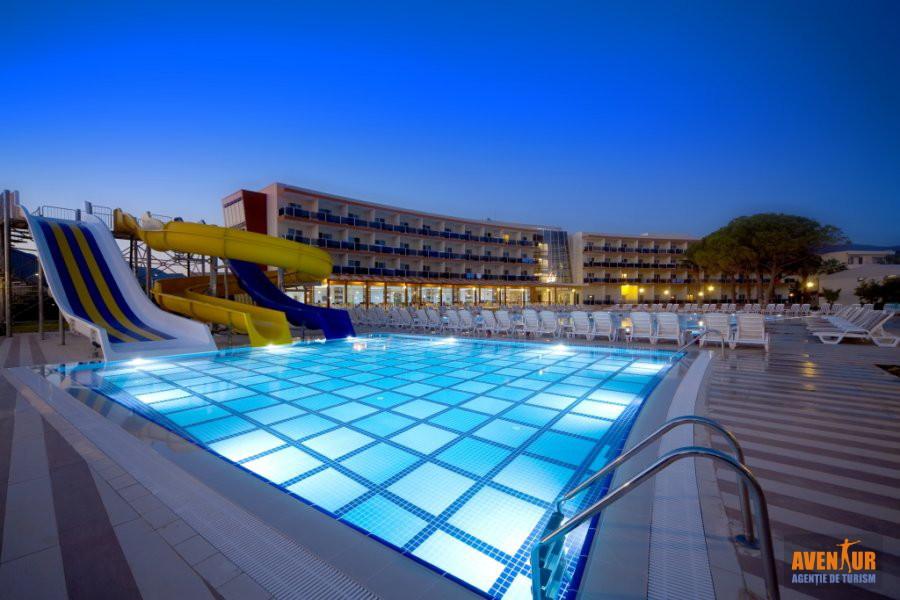https://aventur.ro/assets/media/imagini_hoteluri/OZGUMU/Kusadasi_Gumuldur_Resort_8.jpg