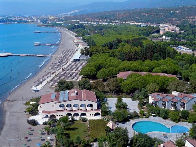 https://aventur.ro/assets/media/imagini_hoteluri/OZPARA/OZPARA-HotelPict1-6581.jpg