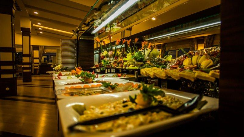 https://aventur.ro/assets/media/imagini_hoteluri/PAR735/restaurant2.jpeg