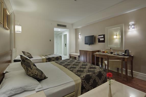 https://aventur.ro/assets/media/imagini_hoteluri/SDALQU/SDALQU-HotelPict6-18660.jpg