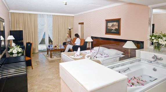 https://aventur.ro/assets/media/imagini_hoteluri/SDCRSU/SDCRSU-HotelPict9-19150.jpg
